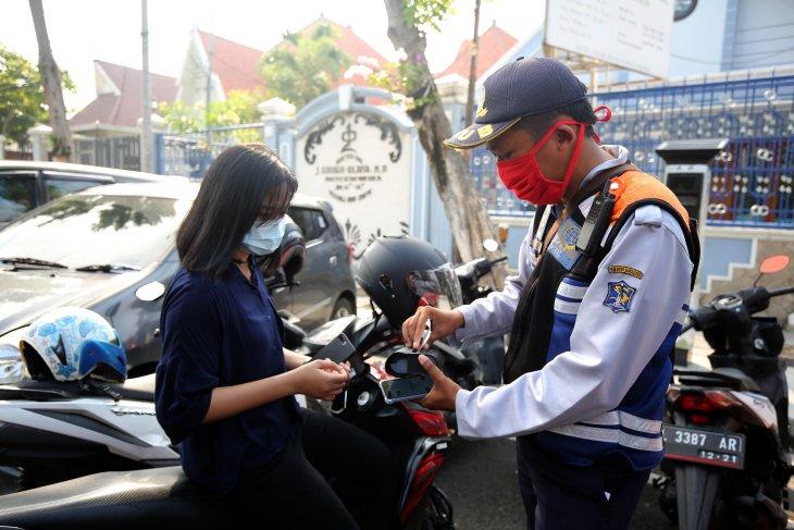 Pembayaran retribusi parkir dengan fitur Qris siap diterapkan di Surabaya