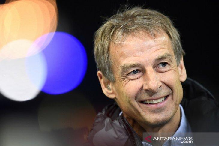 Juergen Klinsmann mengaku tertarik tangani Tottenham jika diberi kesempatan