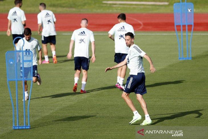 Sergio Busquets berpeluang main saat Spanyol hadapi Polandia lanjutan grup E