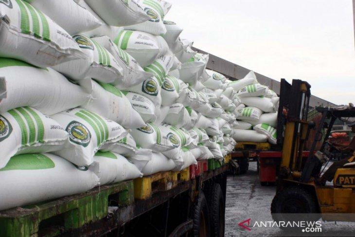Pupuk Kujang pastikan stok pupuk subsidi di Karawang aman pada musim gadu