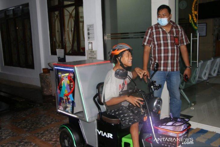 Omzet dagangan penyandang disabilitas meningkat berkat motor roda tiga