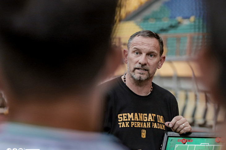 Pelatih  Dejan minta pemain PSS fokus persiapan lawan Persebaya