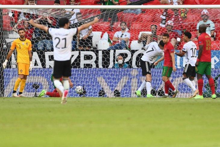 Jerman unggul 4-1, dua di antaranya gol bunuh diri