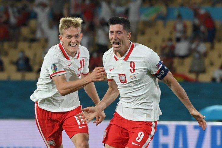 Lewandowski ungkap rahasia  Polandia menahan seri Spanyol