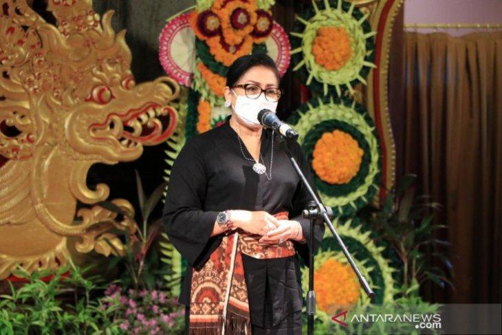 Dekranasda ajak desainer gaungkan kembali tenun asli Bali