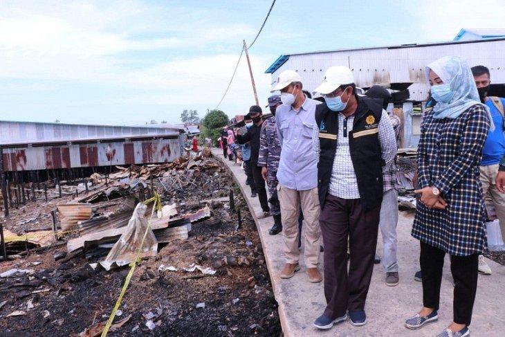 Bupati Tanjabbar antarkan bantuan untuk korban kebakaran di Mendahara Tengah