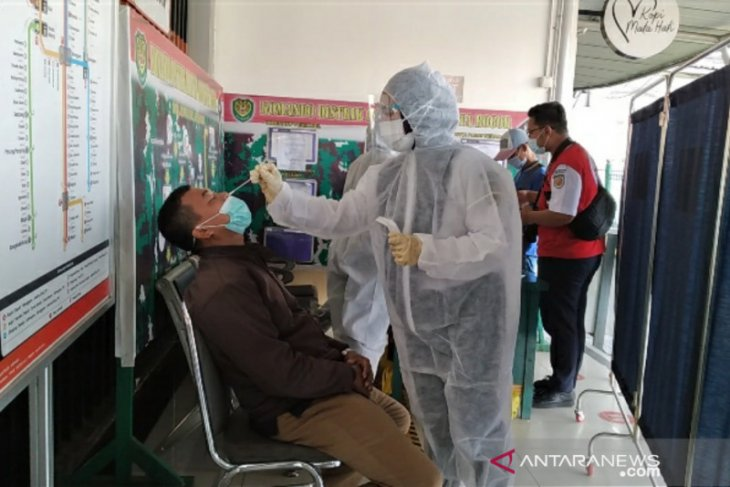 Tes swab antigen acak pengguna KRL di Stasiun Bogor satu positif