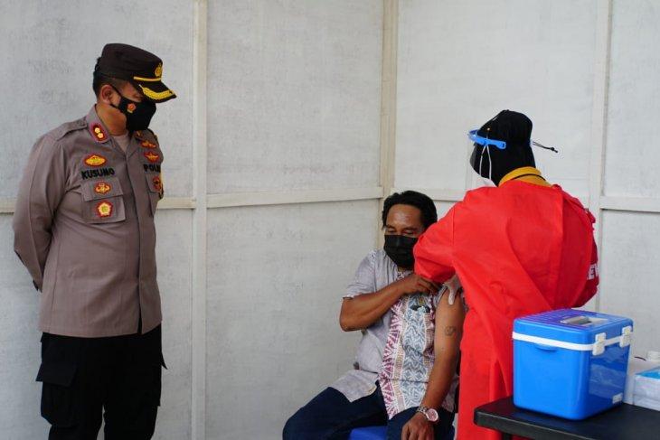 Pemohon SIM di Satlantas Polresta Sidoarjo dapat vaksinasi COVID-19