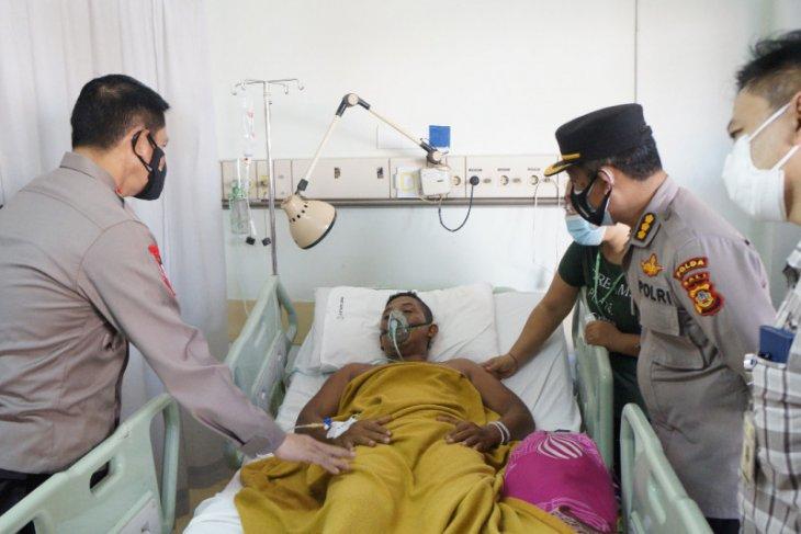 Kapolda Bali jenguk polisi alami kecelakaan saat atur kendaraan vaksin