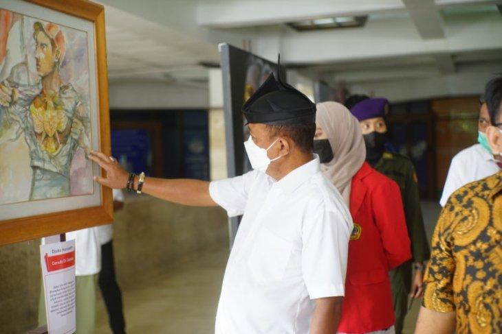 Puluhan pelukis ramaikan pameran lukisan Bung Karno di Untag Surabaya