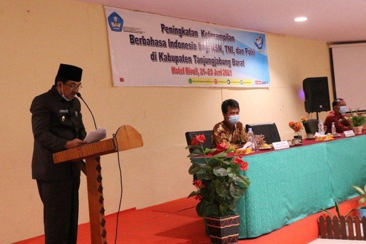Bupati Tanjabbar sebut penggunaan Bahasa Indonesia yang baik tuntutan yang harus dijawab