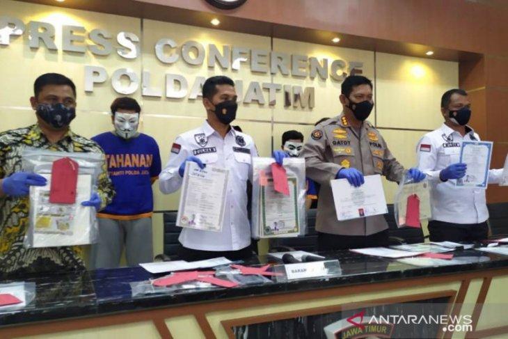 Polisi Jatim bekuk sindikat pembuat ijazah palsu