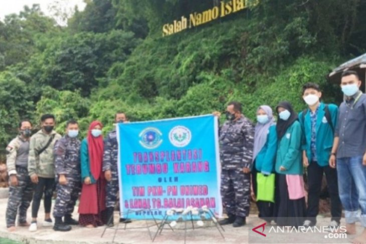 Lanal Tanjungbalai-Asahan dan Unimed transplantasi terumbu karang rusak