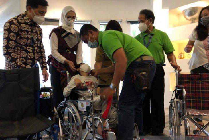 Jasa Raharja bagikan alat bantu mobilitas kepada disabilitas di ALC Denpasar