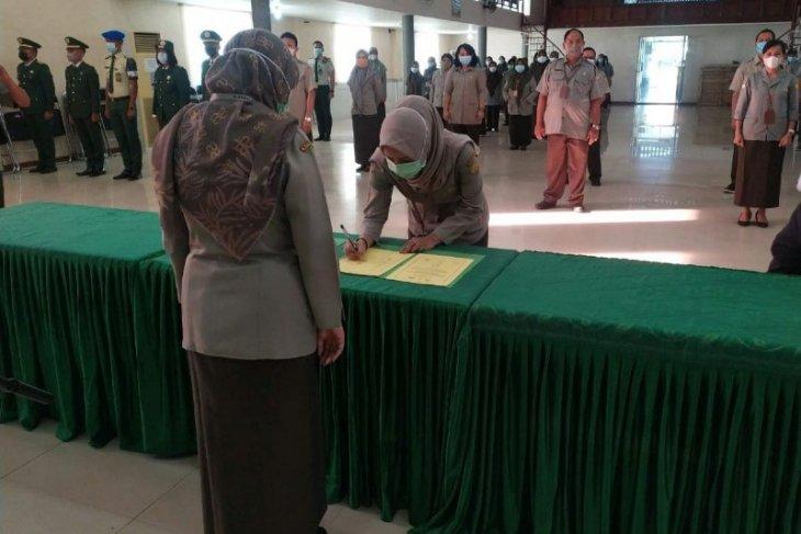 Penandatanganan komitmen keterbukaan informasi publik oleh pengelola di Polbangtan Medan