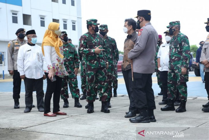 Panglima TNI tinjau isolasi terpusat orang tanpa gejala di Cilincing