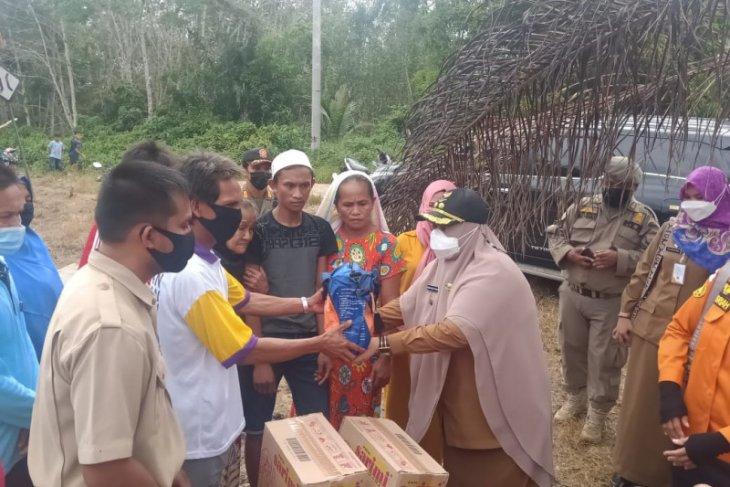 Wakil Bupati Paser serahkan bantuan kepada korban kebakaran