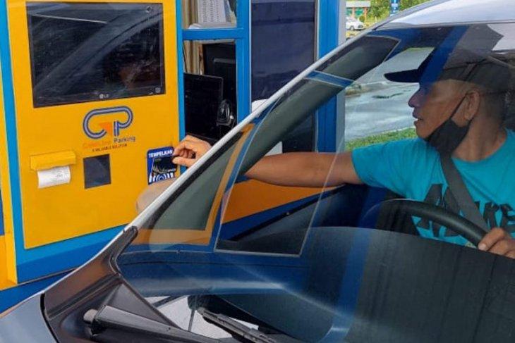 Bandara Minangkabau resmi terapkan layanan parkir nontunai