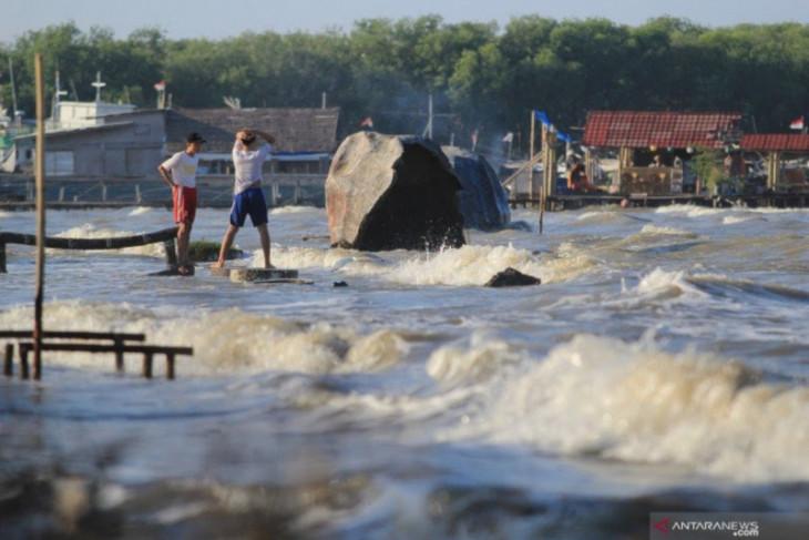 BMKG: Waspadai gelombang tinggi empat meter di sejumlah perairan