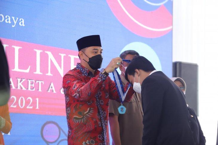 Eri Cahyadi pimpin prosesi wisuda virtual SD-SMP se-Surabaya