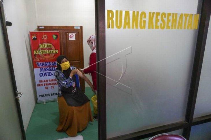 Vaksinasi COVID-19 pedagang Pasar Batang