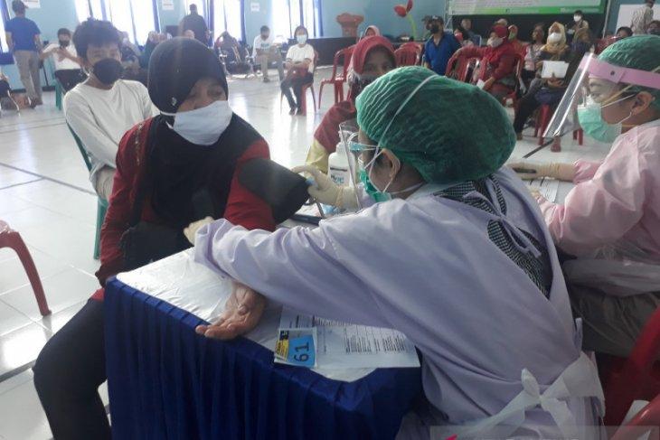 Puluhan bidan di Kota Kediri bantu vaksinasi COVID-19