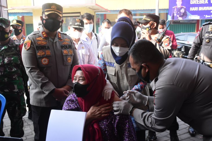 Giliran 500 pedagang Pasar Kedungmaling Mojokerto ikuti vaksinasi COVID-19