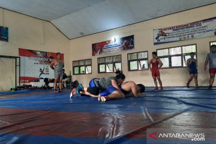 Atlet gulat Jambi berlatih di tengah keterbatasan