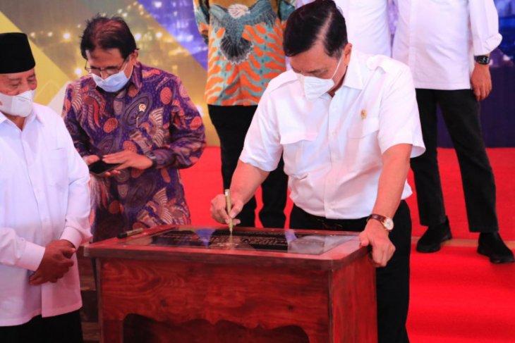 Menko Luhut resmikan operasi pengolahan nikel di Pulau Obi Halmahera Selatan