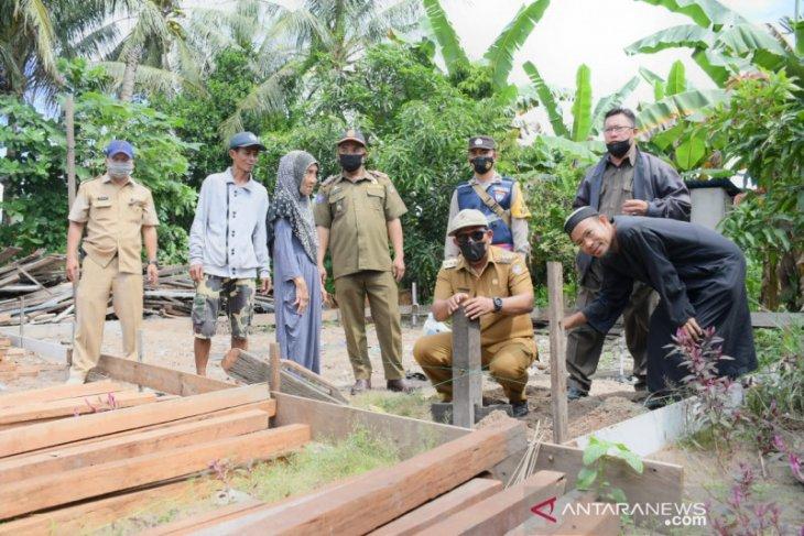 Pemkab Kayong Utara bantu warga miliki rumah layak huni