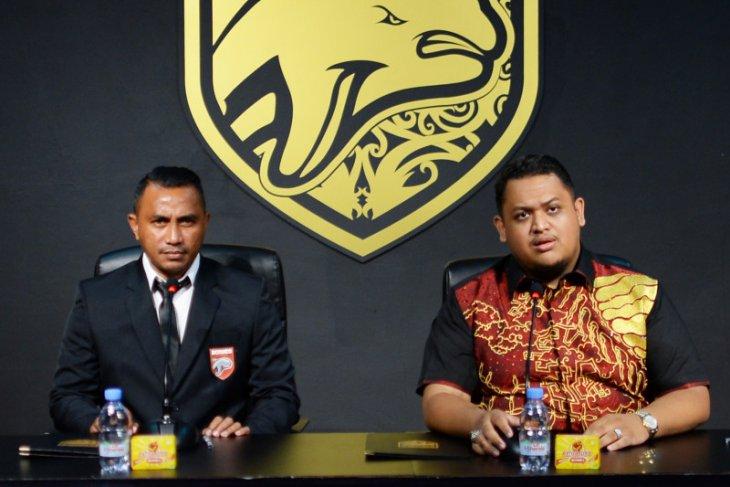 Borneo FC tunjuk legenda sepak bola Firman Utina tangani akademi