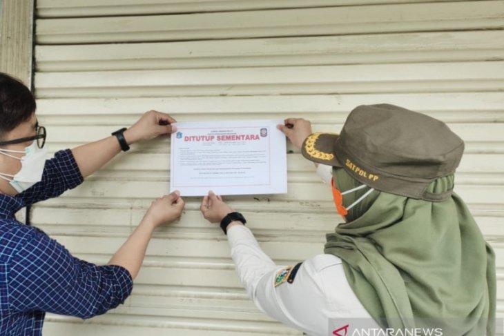 Satpol PP tutup swalayan di Jaksel karena tiga karyawan positif terpapar  COVID