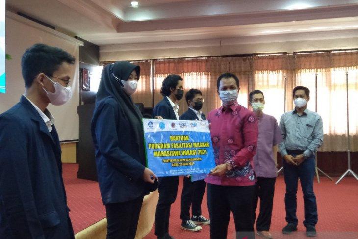 21 mahasiswa Poliban dapat bantuan fasilitas magang dari Kemendikbud-Ristek