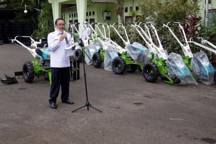 Pemprov Banten bantu 120 traktor tangan ke kelompok tani di empat kabupaten/kota