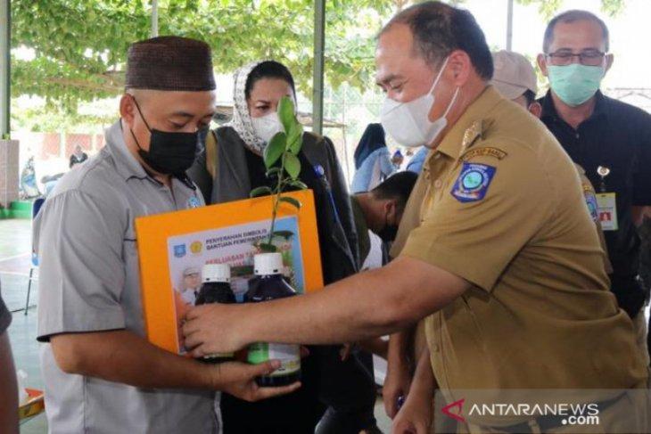 Gubernur Bangka Belitung serahkan 67.840 bibit lada ke petani Desa Bencah