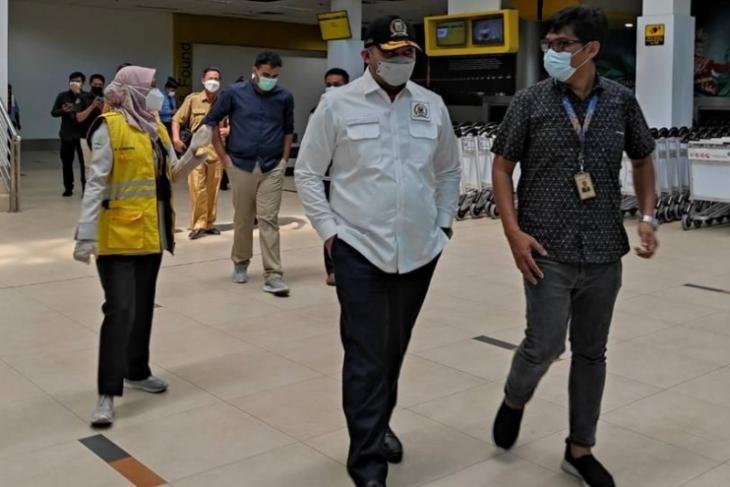 Pantau prokes COVID-19, Waka DPRD sidak bandara Jambi