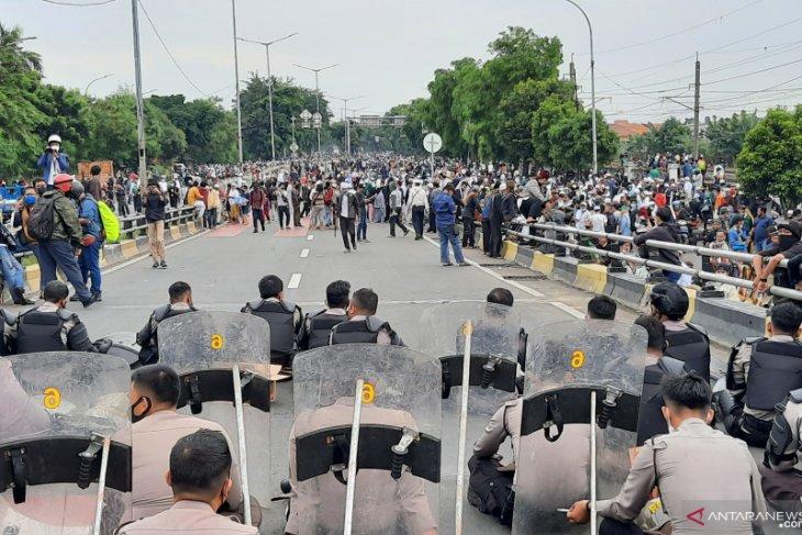 Massa Rizieq Shihab mulai tinggalkan flyover Pondok Kopi