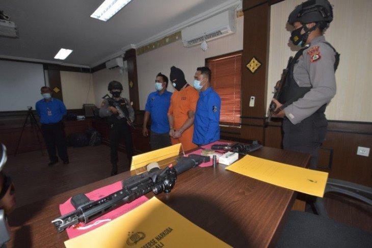 Warga Prancis miliki sabu dan senjata api dipenjara 16 bulan