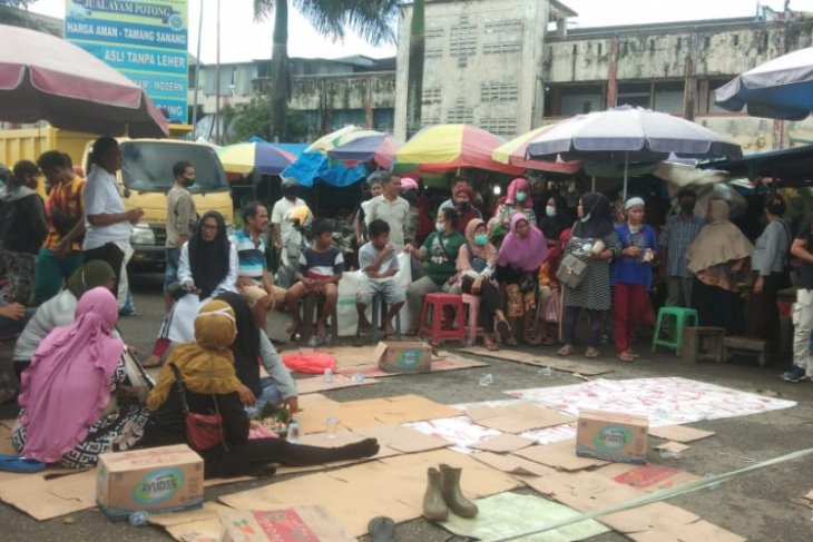 Pedagang tolak pembongkaran pasar Mardika di Ambon begini kronologisnya