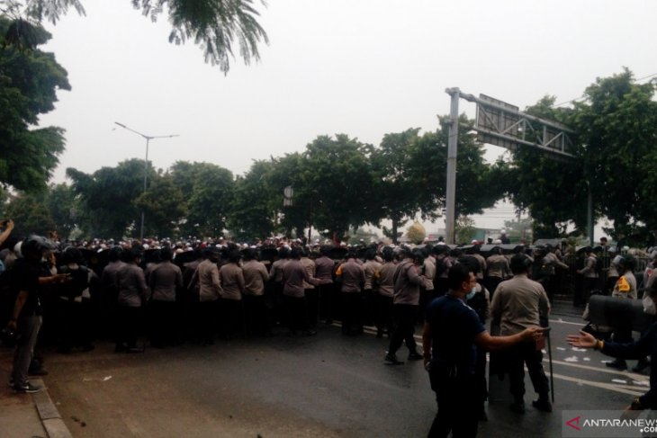 Persidangan Rizieq Shihab Polisi sita senjata tajam dari simpatisan