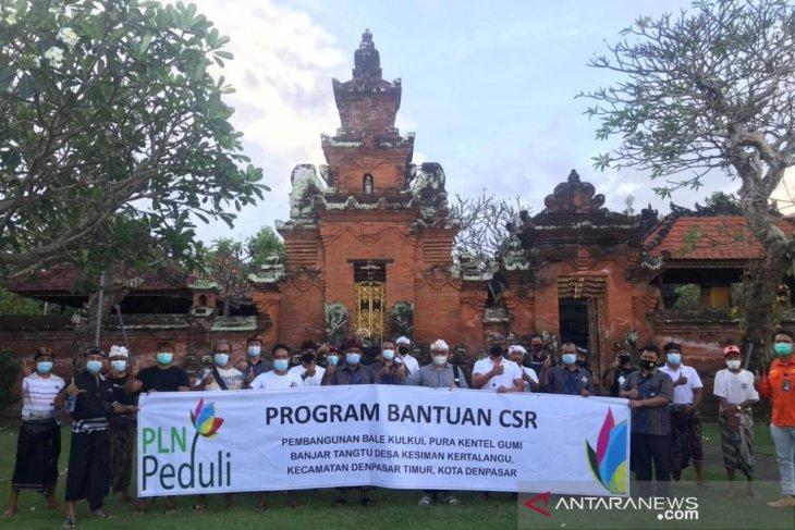 PLN UPT Bali serahkan bantuan material untuk pembangunan Bale kulkul