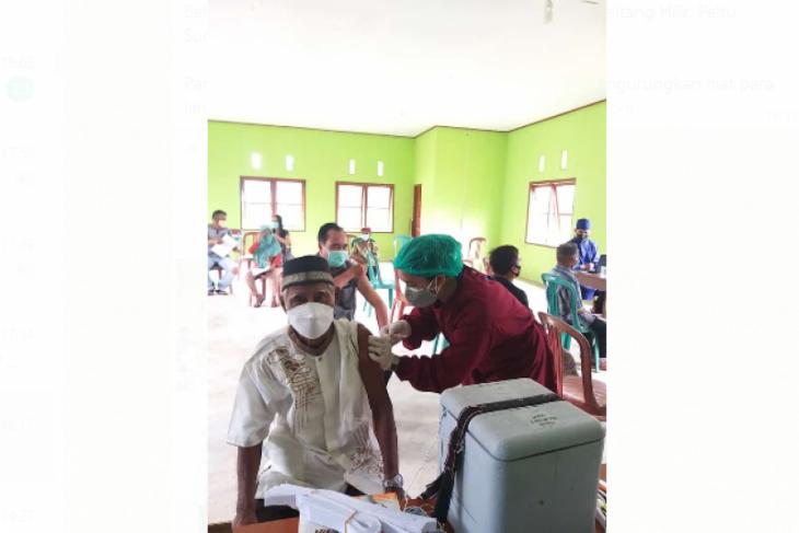 Lansia antusias ikuti vaksinasi di Tapang Pulau