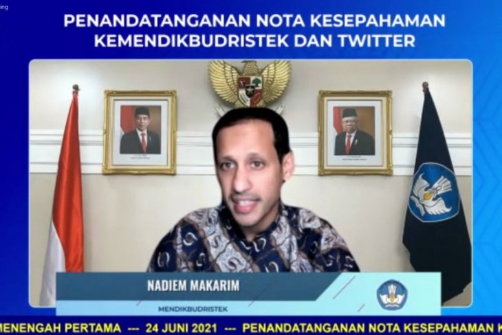 Govt working with Twitter to increase social media literacy