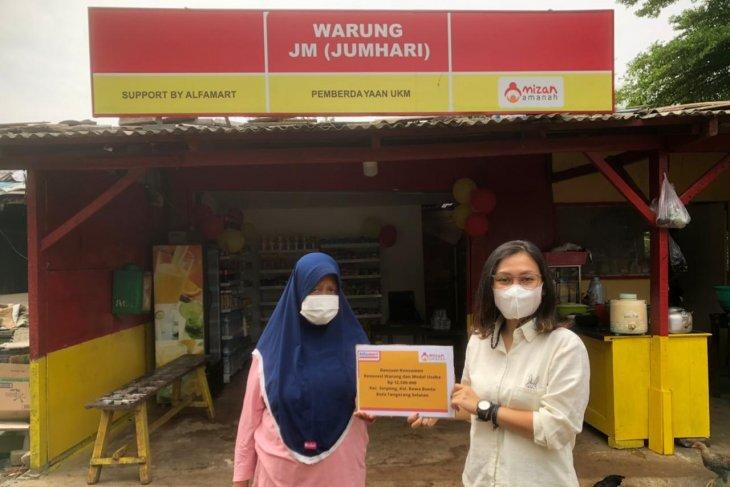 pelaku UMKM di Serpong terima bantuan donasi konsumen Alfamart