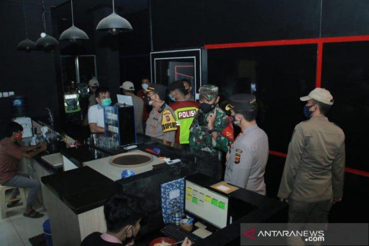 Satgas COVID-19 Karawang razia tempat hiburan malam