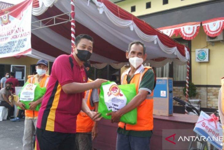 Polres Bangka Tengah salurkan 130 paket sembako ke warga