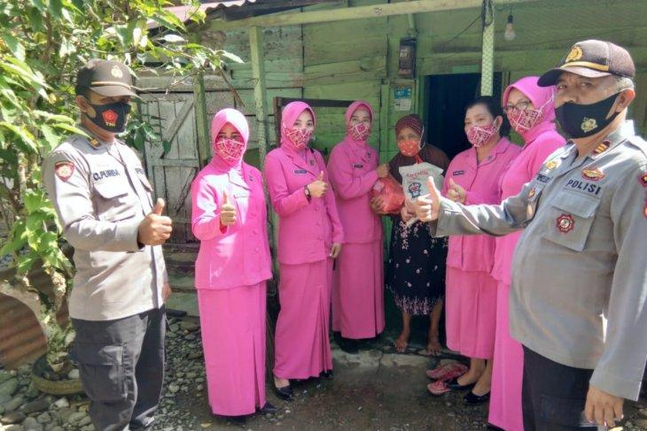Polsek Padang Tualang salurkan sembako buat warga kurang mampu