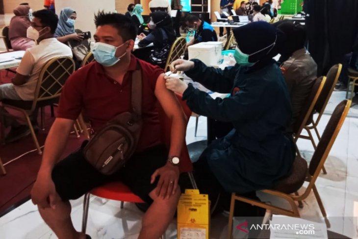 Polda Kalsel vaksinasi 493 pengunjung dan karyawan Duta Mal Banjarmasin