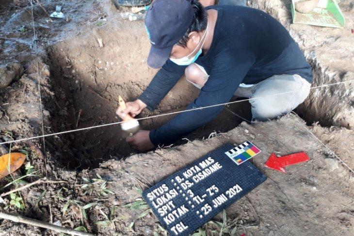 Arkeolog temukan struktur sumur tua di Benteng Kota Mas