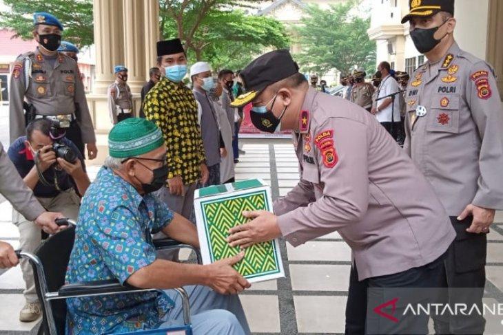 Wakapolda Jambi serahkan bantuan kepada penyandang disabilitas